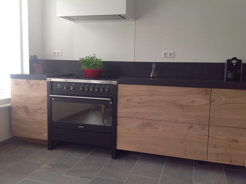 Iepenhouten keuken meubelmakerij en restauratie onno marr - Heel mooi ingerichte keuken ...